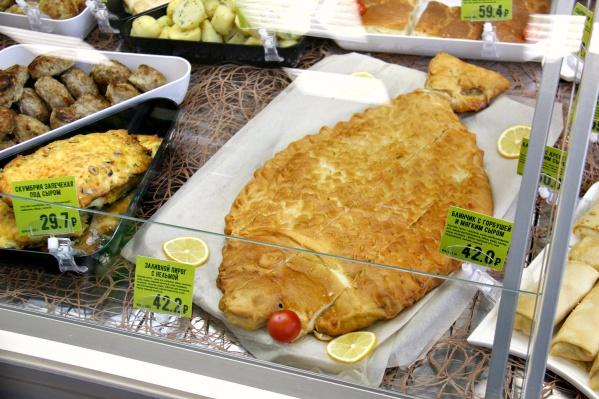 Пирог с нельмой даже испекли в форме рыбы