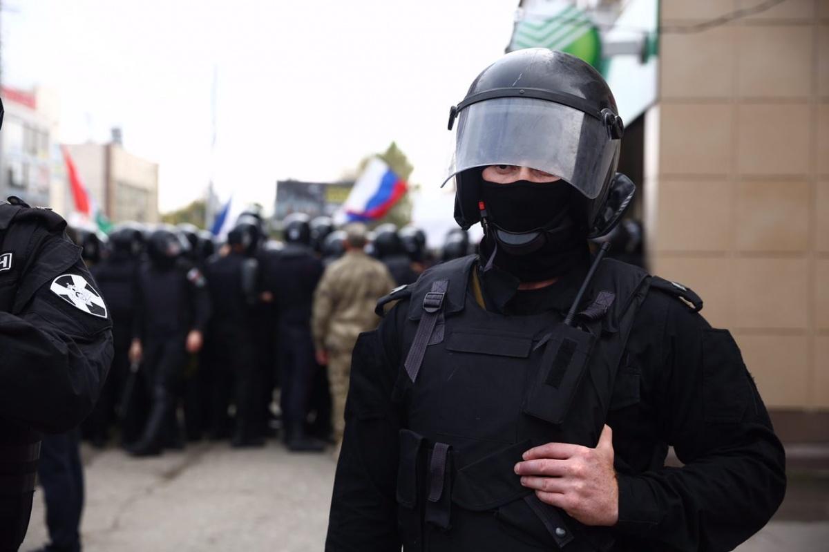 Полиция перекрыла полностью улицу Мичурина примерно на два часа