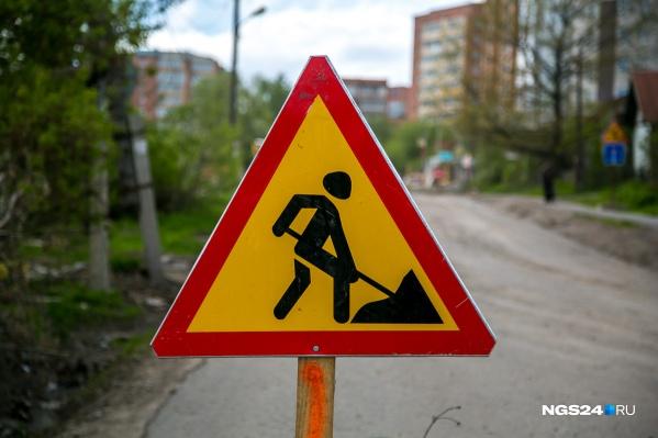"""Общая протяженность дорог России —почти 1,5 млн километров. Однако, по данным «Российской газеты», бетонное покрытие имеется лишь на <nobr class=""""_"""">2 %</nobr> российских дорог"""