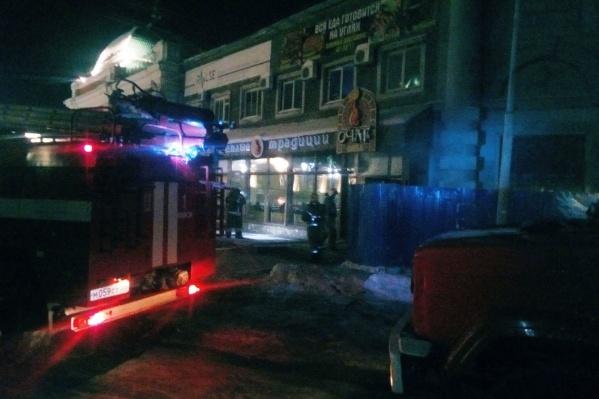 Тушить пожар приехали три машины