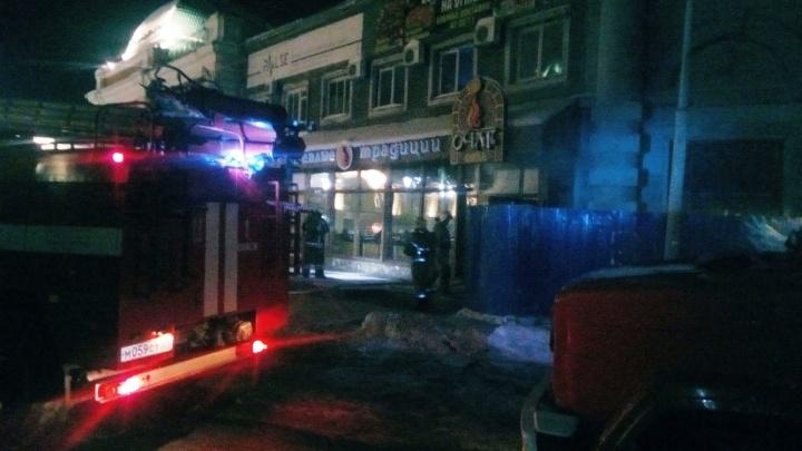 Там для меня горит «Очаг»: в центре Омска ночью тушили кафе