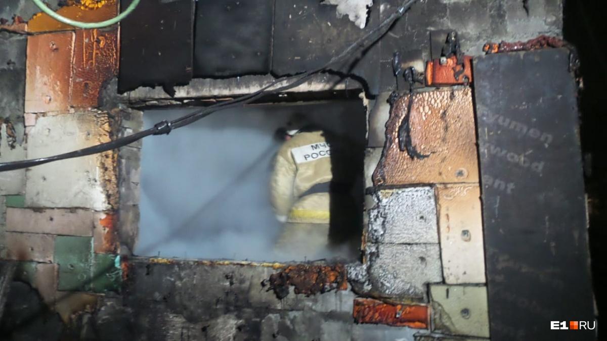 Соседи уверены, что это поджог: в садах рядом с ЕКАД сгорели четыре дома