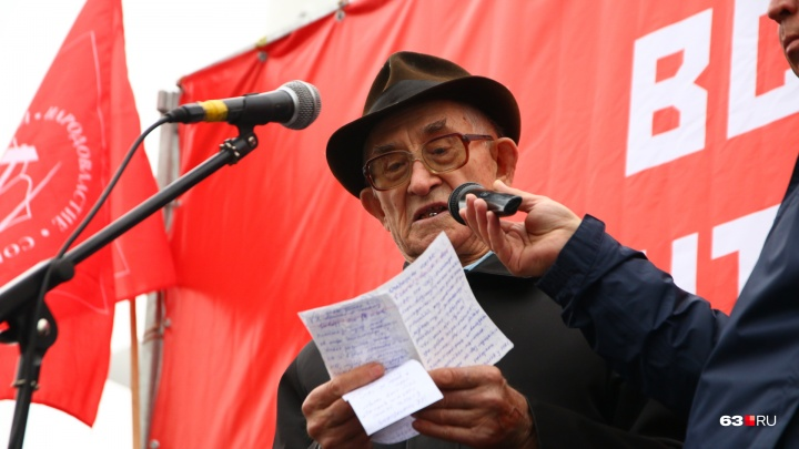 Красные флаги и гневные речи: в Самаре у«Ракеты» протестовали против мусорной реформы