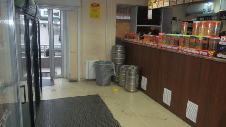 В Екатеринбурге жестоко избили продавца пивного магазина