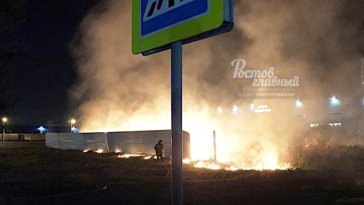 Огненный праздник: жители Левенцовки устроили пожар, запуская фейерверк