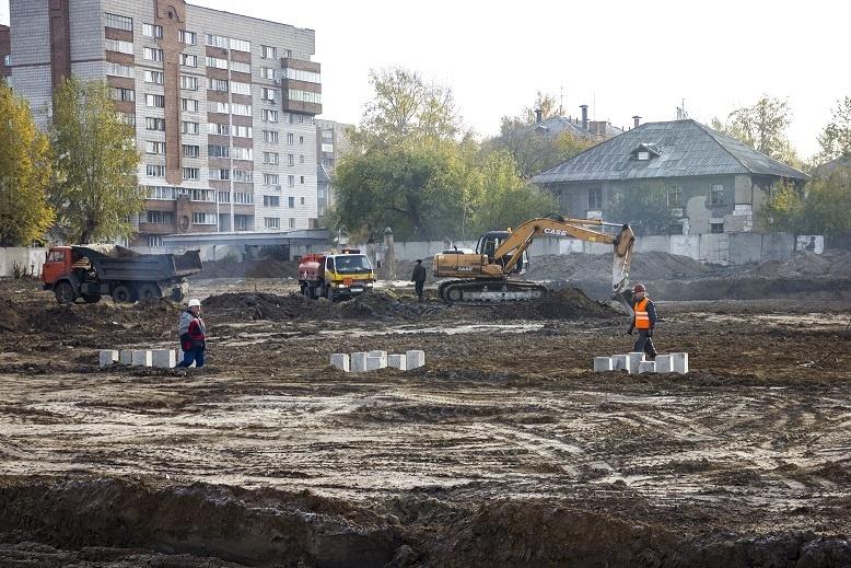 Рабочие начали забивать сваи будущего комплекса