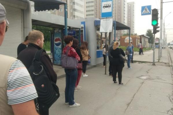 По словам очевидцев, троллейбусы не ходили около 30 минут