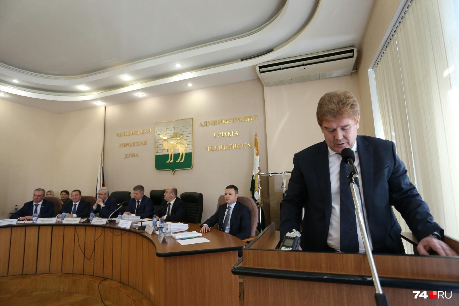 Свою речь Владимир Елистратов читал по бумажке
