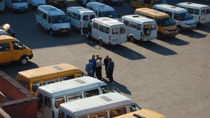«Водителя уволили»: перевозчик заявил, что порезанный пассажир первым напал на водителя маршрутки
