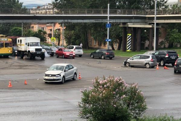 Авария произошла в 22:50 20 июня. Это фото очевидец сделал сегодня около 8 утра