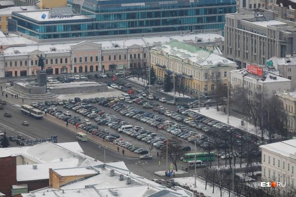 В субботу и воскресенье на площади 1905 года нельзя будет запарковаться