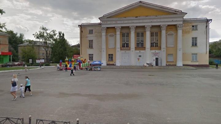 Челябинца, оголявшегося перед детьми возле Дворца культуры, приговорили к 15 годам колонии