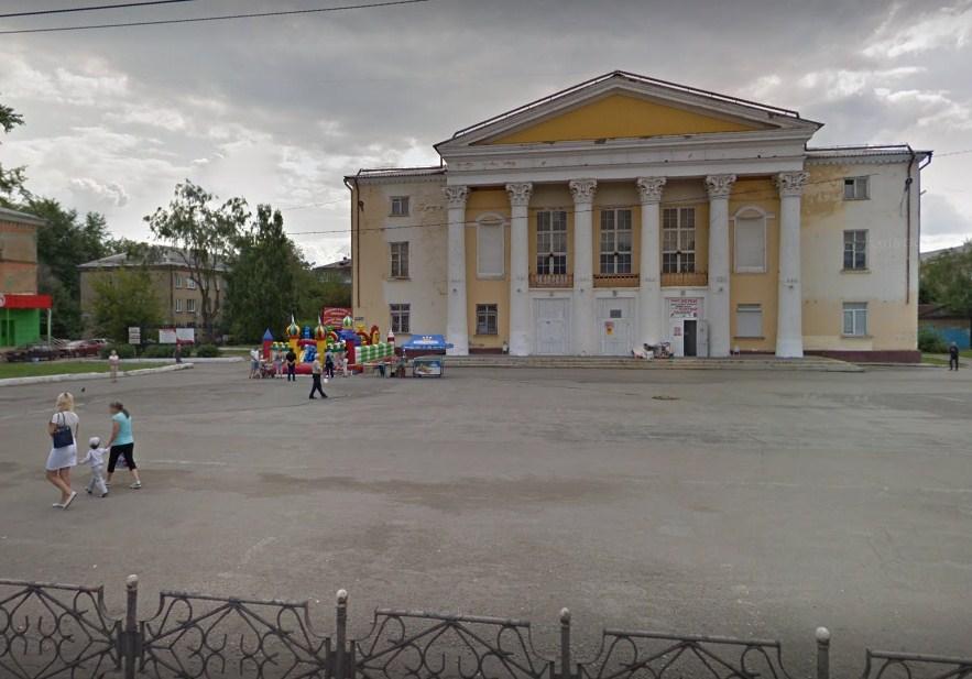 Мужчина караулил жертв во дворах возле Дворца культуры ЧЗМК, где часто гуляют дети