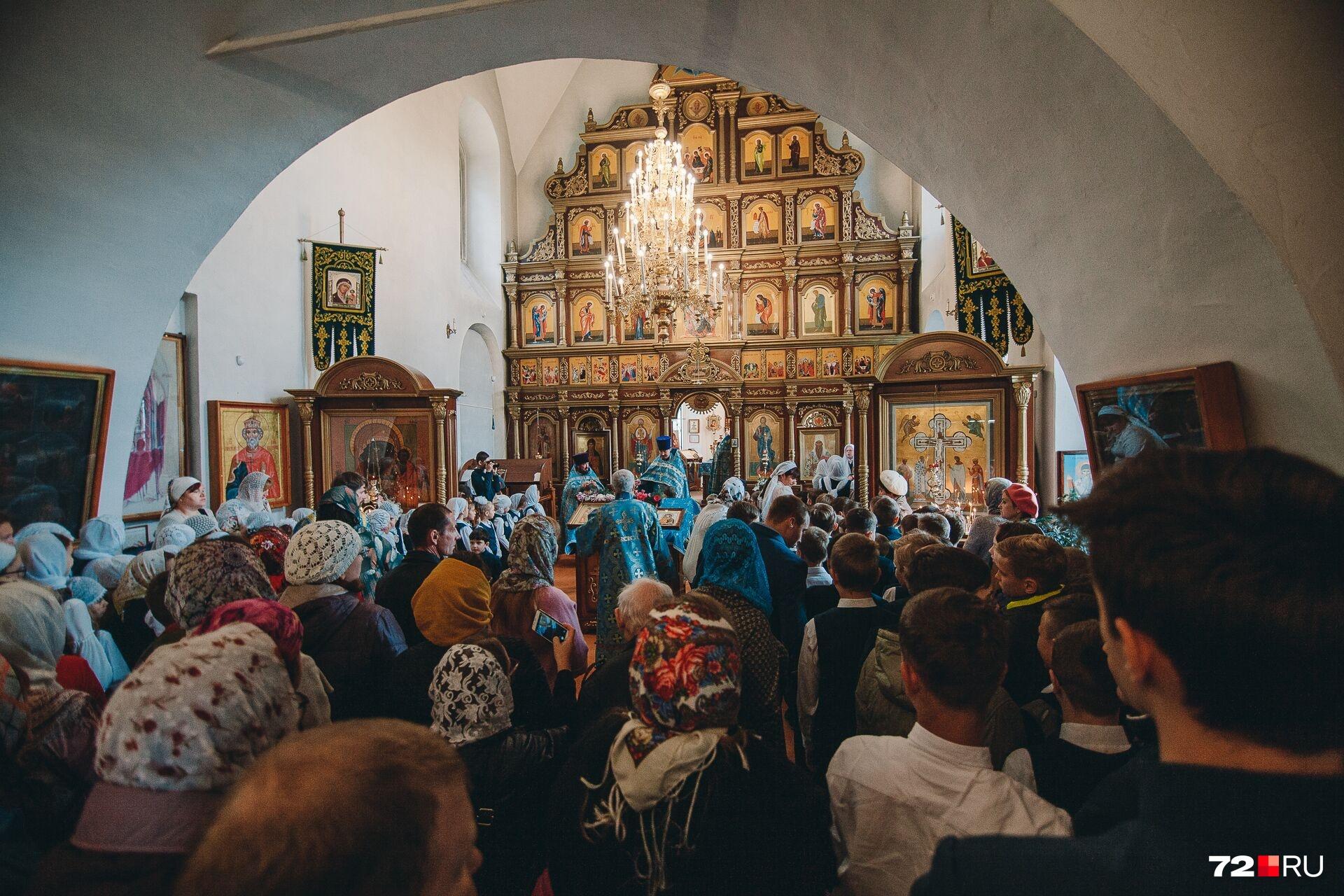 Молебен состоялся в 10:30 в храме на улице Луначарского