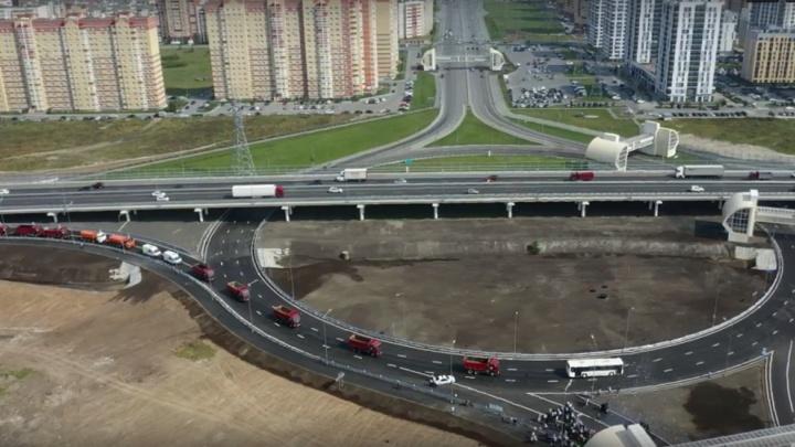 «Скептики говорили: зачем строить дорогу в полях?» Якушев и Моор открыли кольцевую развязку