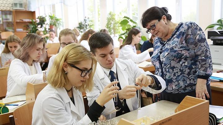 Легендарный учитель по химии побила свой рекорд: 12 ее учеников сдали ЕГЭ на высший балл