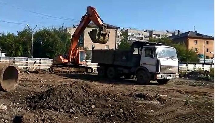 Поставили забор и пригнали технику: рядом со Свердлова началась стройка жилого квартала на 30 га