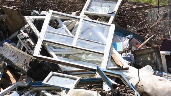 «Будем просить повышения штрафов»: с закрытием свалки в Челябинске стали разбрасывать мусор