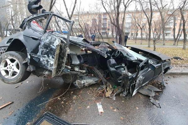 От удара машину буквально разорвало