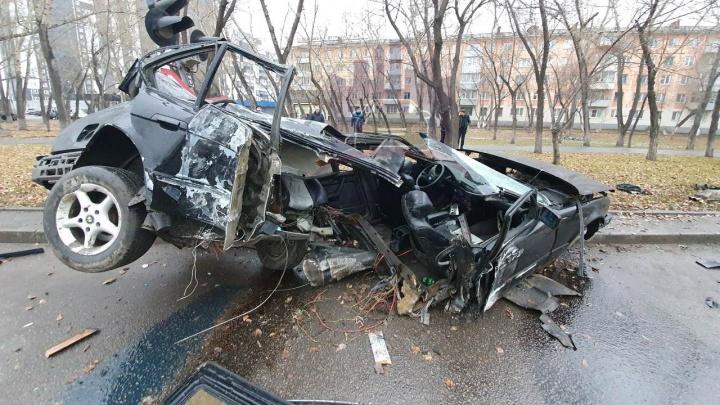 Пьяная компания на BMW влетела в столб. Жуткое видео с места аварии
