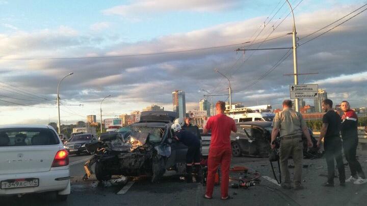 Столкновение четырёх автомобилей затруднило движение на Димитровском мосту