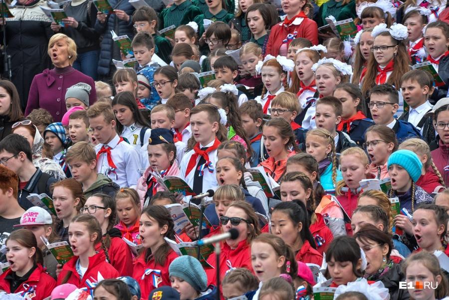 Многотысячный хор исполнил песню группы «Чайф» вЕкатеринбурге