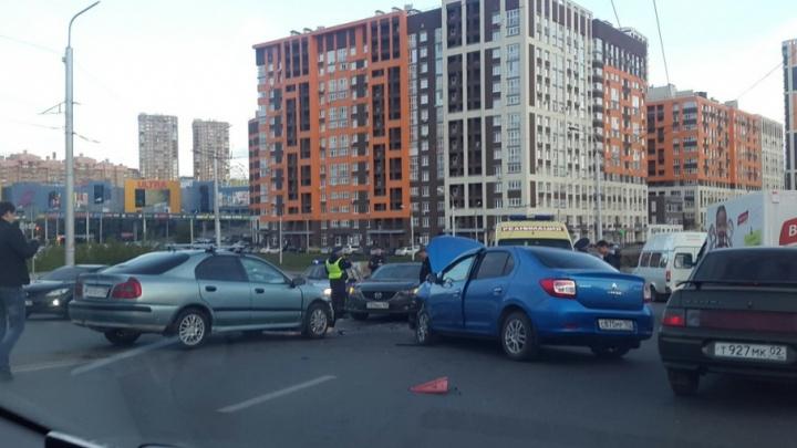Столкновение двух иномарок в Уфе стало причиной крупной пробки