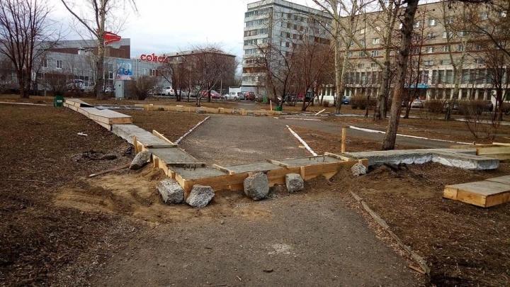Посреди сквера у ДК «Труда» снова стали строить спортивно-офисный центр