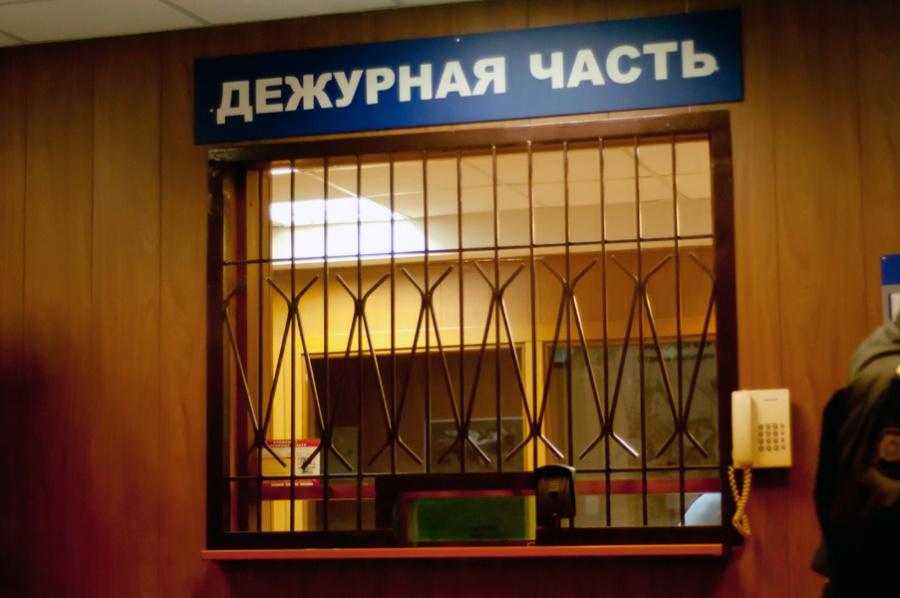 51-летняя женщина разгромила ночью чужой автомобиль вКрасноярске
