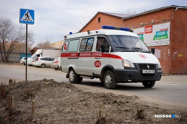 Бригада скорой помощи реанимировала девушку по пути в больницу, но спасти её не удалось
