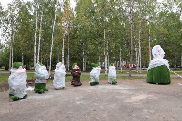 Фигуры ждут открытия 1 октября