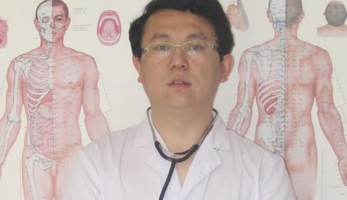 На кончике иглы: китайские врачи лечат от никотиновой зависимости и помогают восстановиться после инсульта