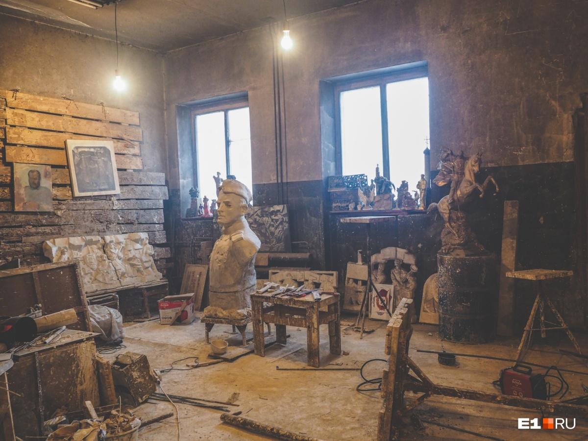 Мастерская скульптора, где он в 90-е годы создавал «Черный тюльпан». А афганцы охраняли его мастерскую от бандитов