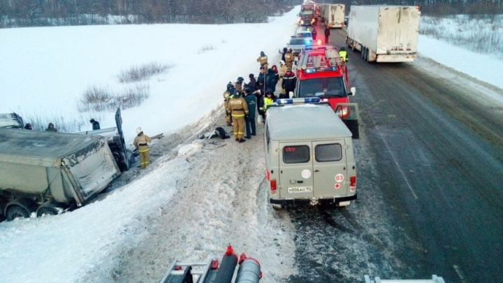 В Башкирии автобус столкнулся с фурой: погибли девять пассажиров
