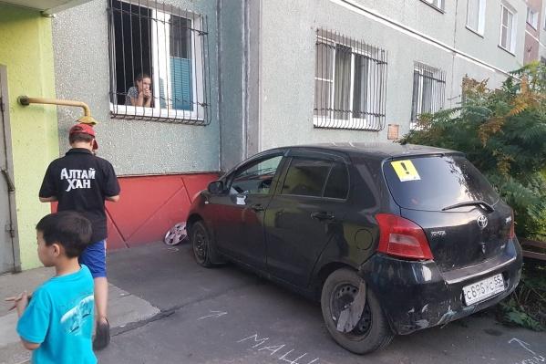 Жильцы дома забрали у водителя ключи от машины