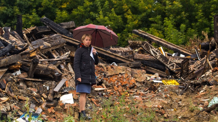 «Взяли бы ипотеку, если были богатыми»: лаборант больницы и её дети оказались на улице после пожара