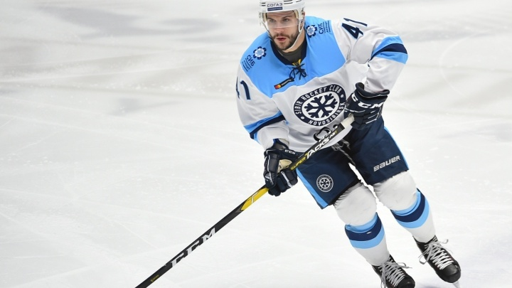 В упорной борьбе хоккейная «Сибирь» уступила «Нефтехимику»