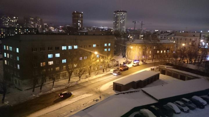 В Заельцовском районе людей из общежития эвакуировали после звонка