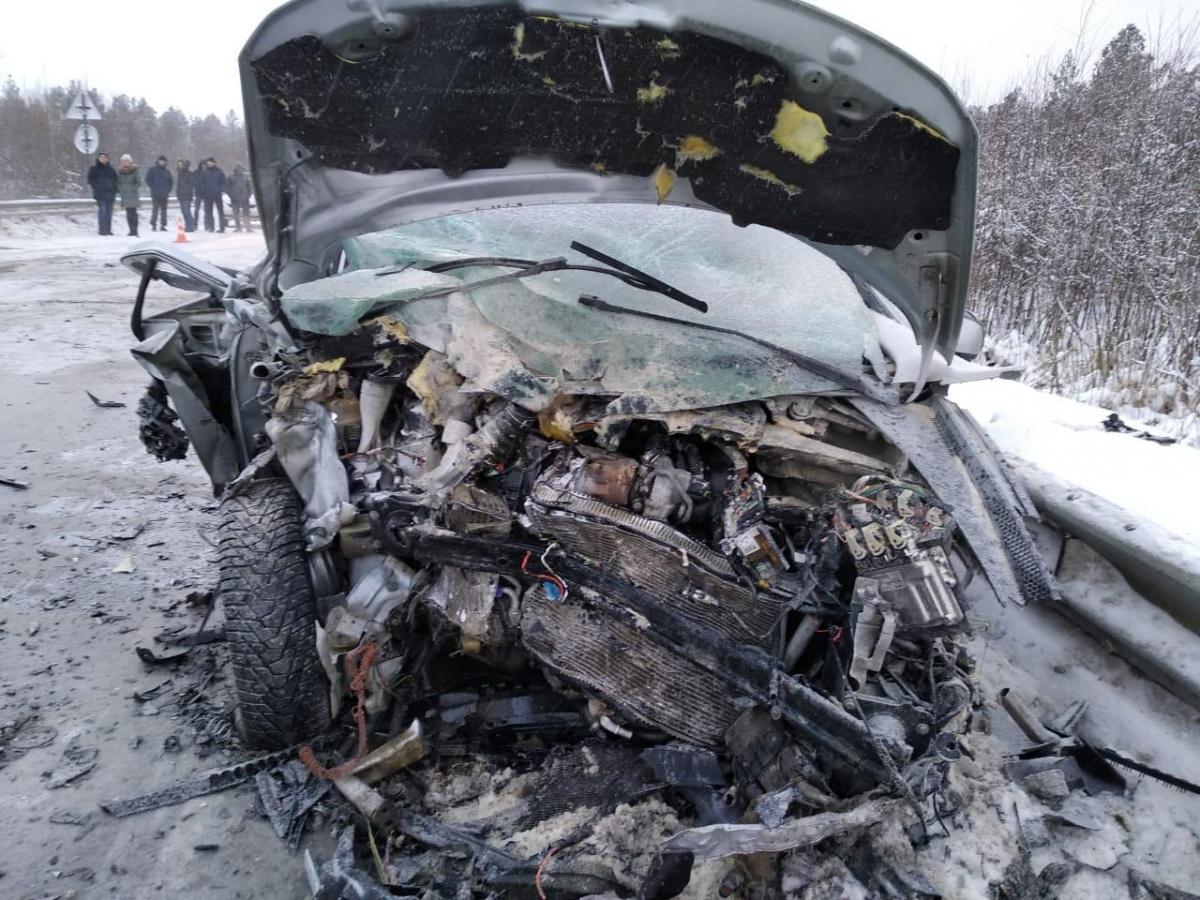 После столкновения загорелсяотсек двигателя Kia