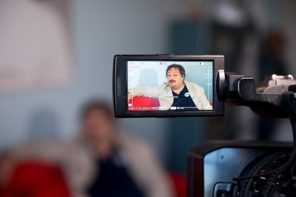 Быков еще недавно раздавал интервью и ездил по стране с лекциями
