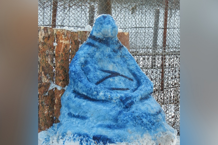Ждуна из снега признали самой оригинальной скульптурой конкурса