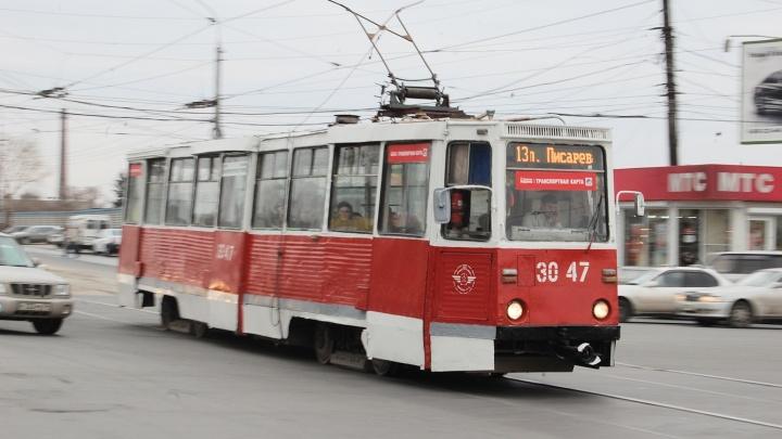 В Омске потратили 200 тысяч, чтобы трамваи и троллейбусы меньше простаивали в пути