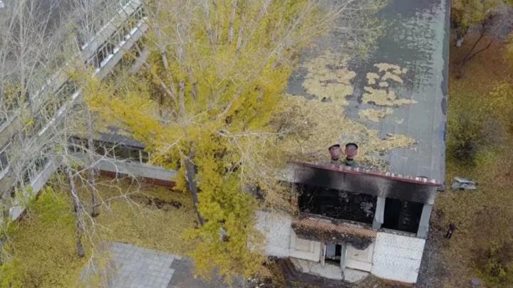 «Всё в копоти»: самарец снял на видео последствия пожара в школе на Мориса Тореза