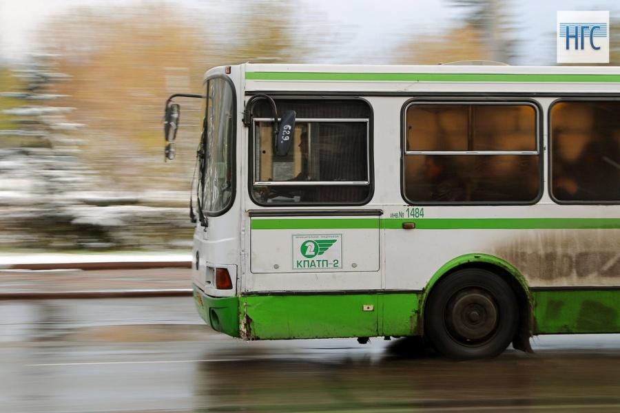 В российской столице автобус столкнулся с фургоном