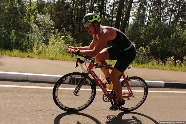 Игорь Огарко во время 90-километрового заезда на велосипеде