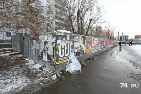 Жители дома, под окнами которого вырос забор, подадут кассационную жалобу