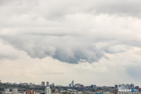 Сильный ветер идет в Красноярск