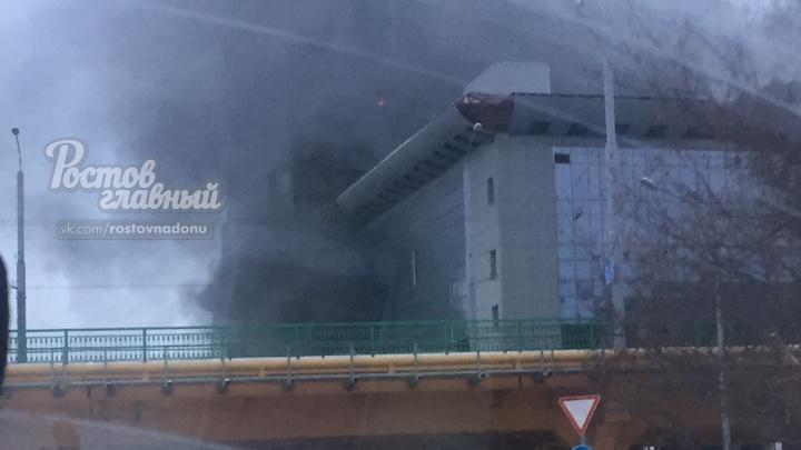 Возле недостроенного отеля «Шератон» произошел пожар