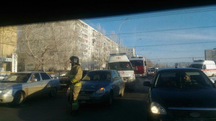 «Паровозик» на перекрестке: в Тольятти подряд столкнулись четыре автомобиля
