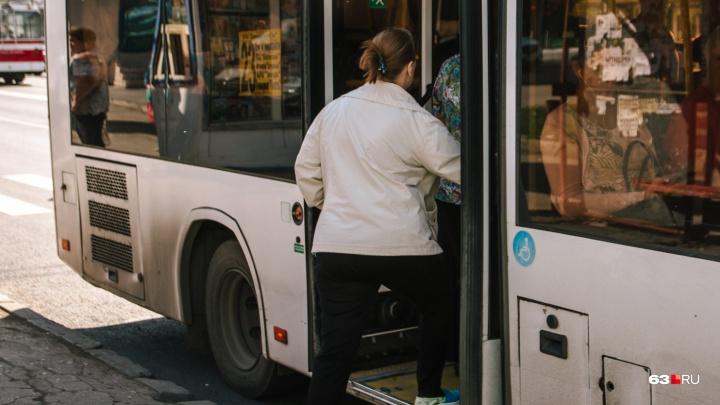 Начинается с вешалки, а заканчивается развозом: для театралов запустили автобусы